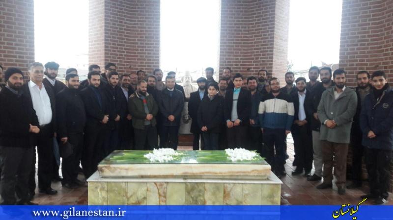 حضور جمعی از جوانان انقلابی رشت بر مزار میرزا کوچک و تجدید میثاق با آرمانهای سردار جنگل + تصاویر