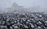 بارش شدید برف نیز مانع حضور مردم در صحنه دفاع از انقلاب نشد/ خروش بینظیر در راهپیمایی 22 بهمن رشت+ گزارش تصویری
