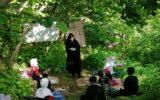ابتکاری قابل تحسین از یک معلم رودسری/ تحصیل حضوری دانش آموزان در دل مزرعه سرسبز خانم معلم
