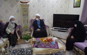 عیادت امام جمعه رشت از بانوی آمر به معروفی که در بوستان کشاورز مورد ضرب و شتم قرار گرفت