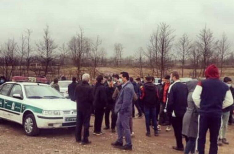 اعتراض شدید مردم روستای چولاب کوچصفهان به برداشت بیرویه شن از این روستا + تصاویر