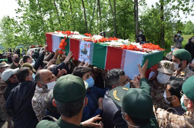 وداع جانسوز با پیکر سردار حق بین در لشکر عملیاتی گیلان+ گزارش تصویری