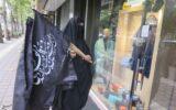 توزیع پرچمهای محرم توسط گروههای مردمی در رشت به روایت تصویر